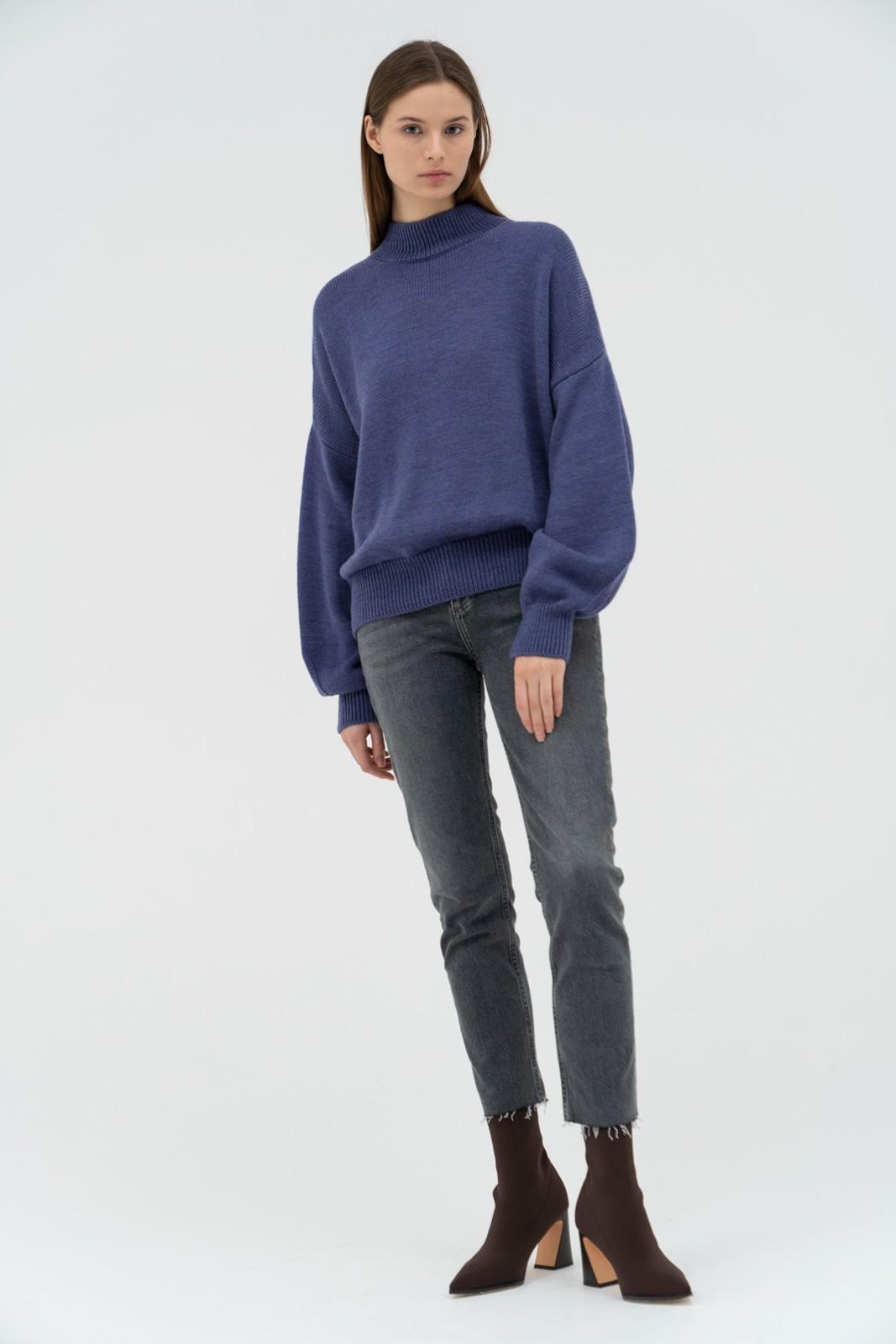 Джемпер с воротником стойка и объемными рукавами, синий