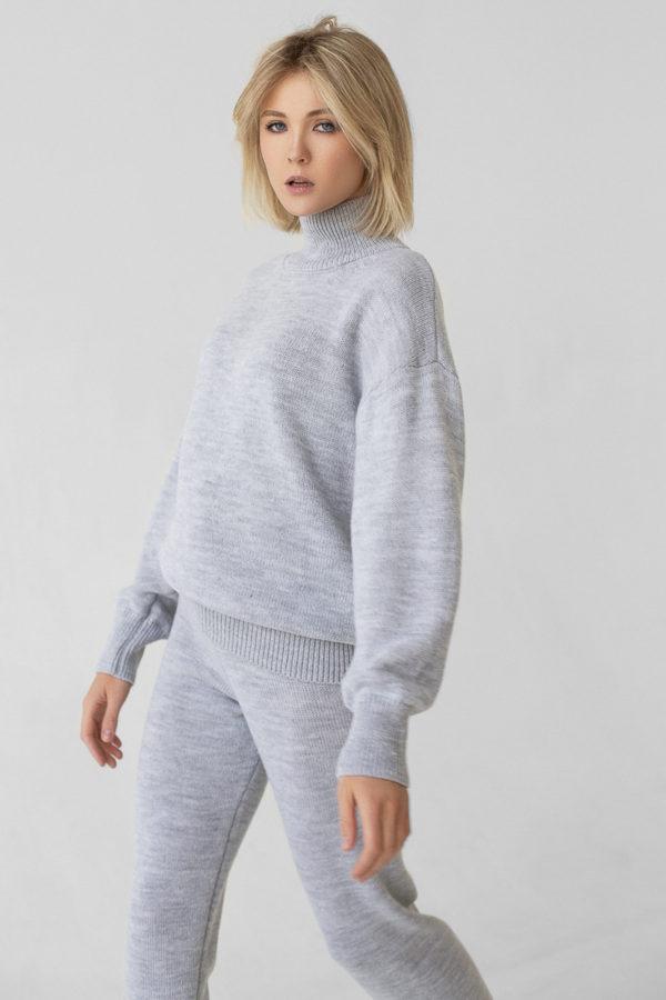 Костюм: брюки и свитер с цельным воротником, бежевый S/M